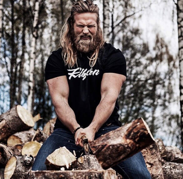 thor-cutting-wood